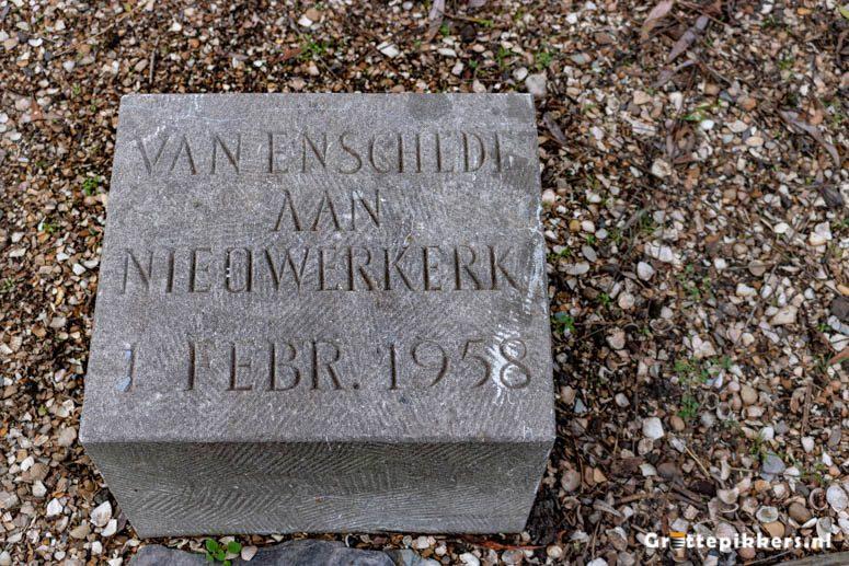 Gedenksteen schenking monument watersnoodramp