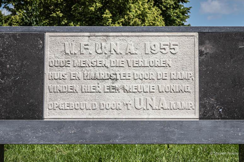 Onthulling bankje met gedenksteen U.N.A.straat