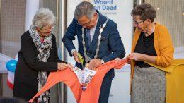 Opening kringloopwinkel Woord en Daad Nieuwerkerk